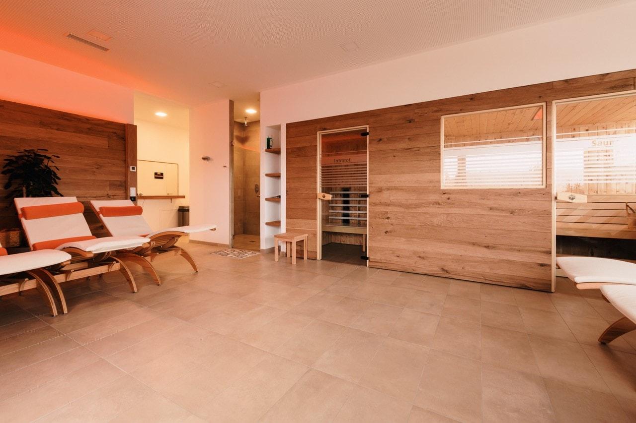 Wellnessbereich mit Sauna & Infrarotkabine